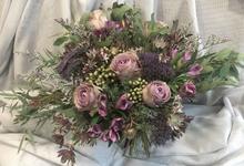Rustic Garden bouquet for Pre-Wed Photoshoot by La Fleur Société