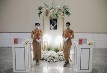 Foyer Decoration Inspiration for New Normal Wedding by  Menara Mandiri by IKK Wedding (ex. Plaza Bapindo)