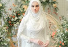 Photoshoot Bright White Sahaja Series by LAKSMI - Kebaya Muslimah & Islamic Bride