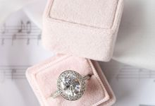 Basic Engagement Ring Box by L'AMORE