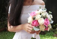 Petite Lovely Handbouquet by Floral Theory