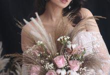 Rustic Wedding Bouquet by La Fleuriste Clara