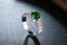 TIARIA Serpentine Emerald Diamond Ring Perhiasan Emas Cincin Emerald Berlian by TIARIA