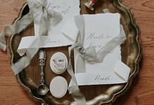 Oval Velvet Ring Box by Lovelours