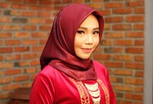 omg...so pretty with hijab by R & E Bridal
