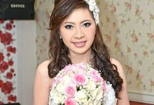 wedding  and prewedding make up&hair do by Chyntia Merrina Make Up Artist