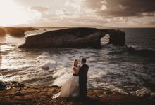 Cathedrals Beach by Manuel Balles. Wedding Photographer.