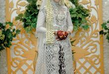 Javanese traditional wedding (Sunda siger)  by mataketiga.mariage