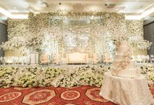 A ROMANTIC TIMELESS ALL-WHITE WEDDING OF  MELISA & ARMAND by THE MULIA ISLAND RESORT (FAKE)