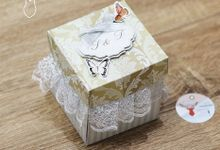 White and Cream Exploding Box (2layer) by Cora Craft