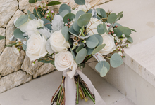 White and green eucalyptus theme by Mondaybloom