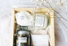 Hamper for bridesmaids kit by mondee