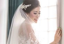 Bride with our Headpiece by Signature Wedding Details