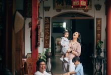 Family Potrait of Rendy and Lidya by Native Visual