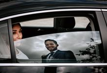 Nice Bride in the Car by WedFotoNet