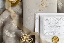 Romantic Modern Grey by Trouvaille Invitation