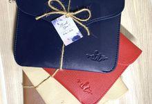 wave pouch by Veddira Souvenir