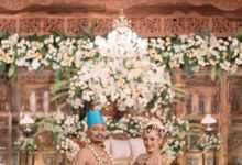 Javanese Wedding of Aji & Dila by  Menara Mandiri by IKK Wedding (ex. Plaza Bapindo)