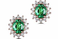 Tiaria ED020 Emerald Earrings Perhiasan Anting Emas dan Batu Zamrud by TIARIA