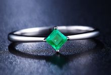 Tiaria Princess Cut Emerald Ring Perhiasan Cincin Tunangan Emas dan Batu Zamrud by TIARIA