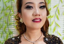 Wedding Party Bold Makeup by ESTATE
