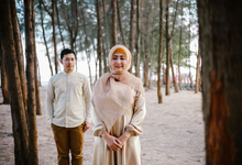 Casual prewedding by prasetyophoto