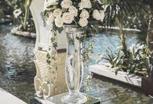 Natural Elegant for Richard & Jeni by Silverdust Decoration