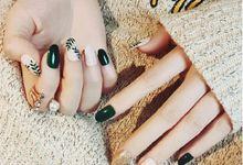 nail art- 24 pcs kuku palsu dengan tema gold tropical dengan nuasa dedaunan by Triwindu shop