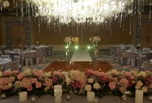 Sparkling in Gold by d'Oasis Florist & Decoration