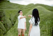 VISUEL JOURNEY (SUMBA) - Reza & Riris Couple Session by Visuel Project