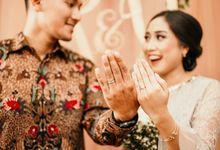 Rina & Danang Engagement by AKSA Creative