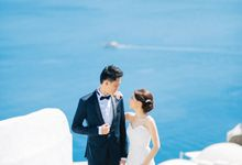 Wedding day portraits in Oia Santorini greece by HannaMonika Wedding Photography