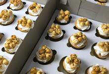 Cupcakes & Cookies by Wanderbakes