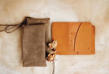 Anton & Gladys Simple Pouch and Passport Case by Yuo And Leather