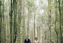 An Elegant & Heartfelt Botanic Garden & Beach Prewedding in Bali by fire, wood & earth