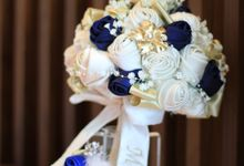 Navy, ivory and Gold Satin Handbouquet by HelloSpringfleur