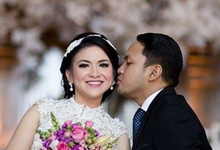 Love grows with a kiss by Sisi Wedding Consultant & Stylist
