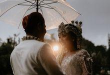 The Wedding of Siwi & Randu by Visuel Project