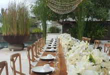 Simply White by d'Oasis Florist & Decoration