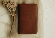 Vincent And Bella Passport Case by Yuo And Leather