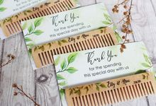 Wedding Etty & Novi - Souvenir Wood Comb by Greenbelle Souvenir