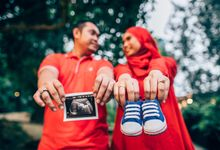 Dhina + Isron // Maternity Outdoor Shoot by One43images