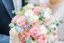 Mix Import Hand Bouquet by Aesthetic Florist