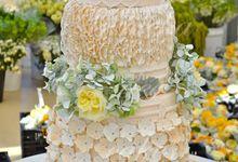 A Spectacular Farmhouse Wedding by Innicka Dee Cakes