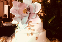 Oversized bloom in old rose and gold  by Sweet Maven cakes and pastries by poochie tayag