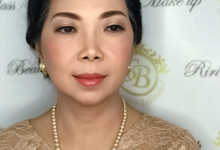Makeup for mom of Ms Felicia  (wisuda ) by Sweetie bridal