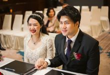 Wedding Day of Sylvie and Shun at The Westin Singapore Hotel Actual Day Photography by oolphoto