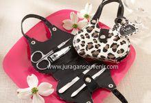 Manicure Set by Juragan Souvenir