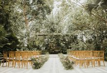 Uluwatu Bali wedding Ceremony at The Glass House by Tirtha Bridal by Chroma Wedding