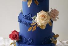 A royal blue affair by Twenty Two Cakes